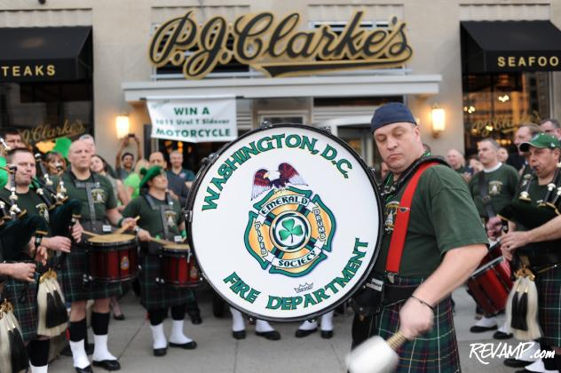 "A live 'Pipes and Drums' band circulated amidst P.J. Clarke's public upper and private lower levels to get revelers in the proper ""green"" mood."
